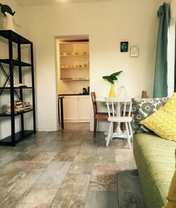Sunny garden cottage - safe, quiet - Johannesburg - Bungalow
