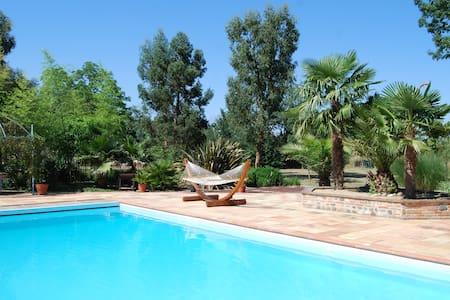 Corps de ferme ; piscine ; parc arboré ; étang - Lherm - Dům