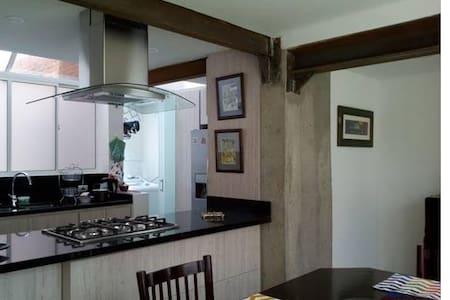 Confortable habitación, zona norte, residencial. - Lakás