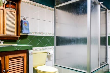 Habitación acogedora centrica Macho - Curridabat - Bed & Breakfast