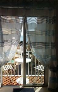 Central studio flat with sea views. - Sliema - Apartment