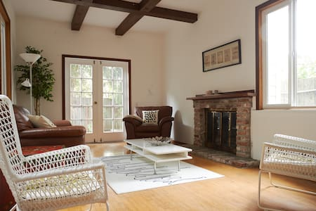 2BD located at the heart of Castro