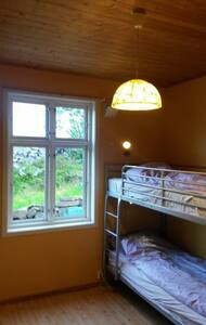 Tone's B&B Yellow Bedroom - Straume - Bed & Breakfast