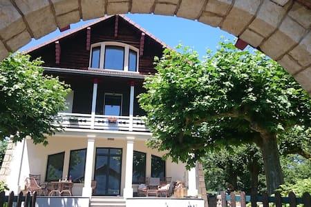 Villa de prestige 240m2 bord du lac - Villa