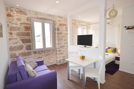 Luxury studio in Zadar city center, located exactly next to the ancient market. Decorated in modern Mediterranean style, which includes a 100 year-old stone walls and contemporary furniture. Over and above, there is a great view on the city bridge.