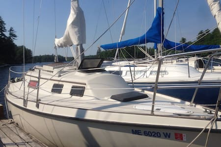 Sailboat on Sublime Sebago Lake - Near Portland - Båt