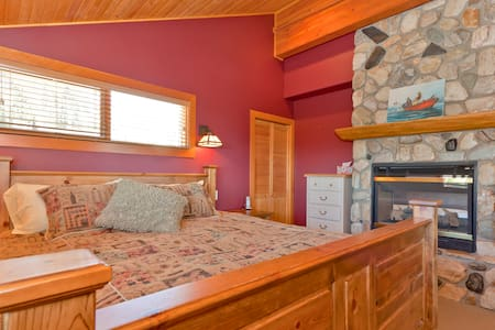 5BR Luxury Slopeside Village Chalet - Chalet