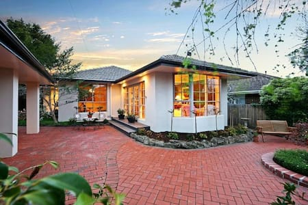 B&B Guest House with Pool Room 2 - Murrumbeena - Bed & Breakfast