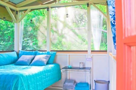 Cozy Jungle Cabin with View - Pāhoa - Cabin