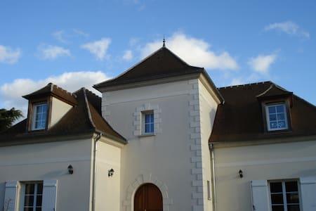 Grande maison à 30 min de Paris - House