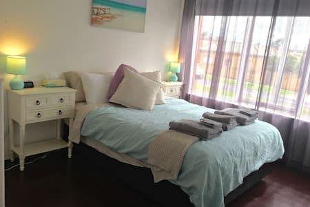 Modern one bedroom appt. - Apartment
