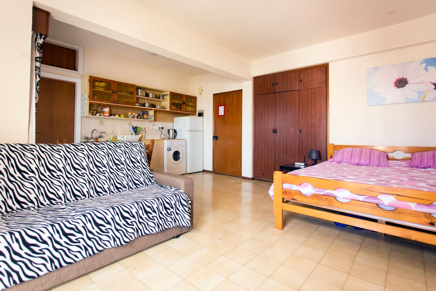 Kallithea Large Studio Apartment