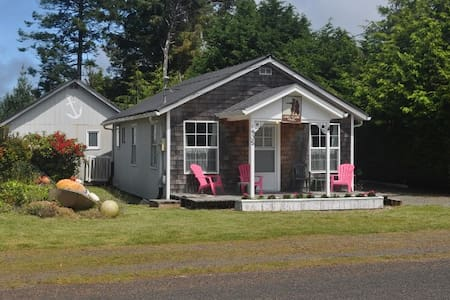 Miss Lily's Beach Cabin - Hus