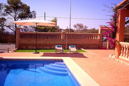 Villa Dolphin with swimming pool - House