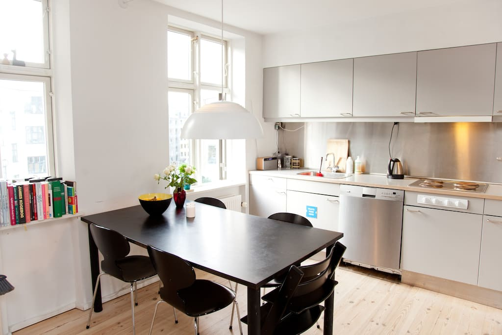 Spacious penthouse in hip Vesterbro