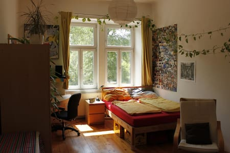 Bright room for two close to center - Appartement