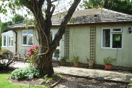 Oxton Garden Cottage - Bungalow