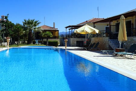 """Villa """"HERMES"""" 2 apartments with pool and garden - Paralio Astros - House"""