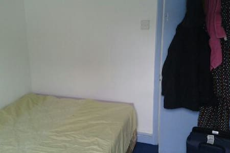 Lovely Room between Brixton and Camberwell - London - House