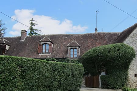 Beautiful Cottage 90mins from Paris - Rumah