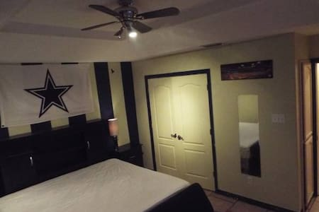 Furnished Room! RENT+CABLE+WIFI+NTFLX+BILLS INCLD! - House
