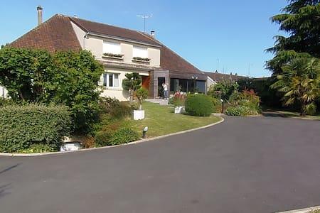 Chambre calme et confortable - Breuil-le-Vert - Haus