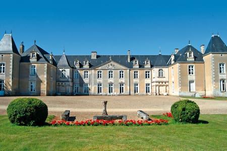 Chambre Louis XVI Château de Panloy - Istana
