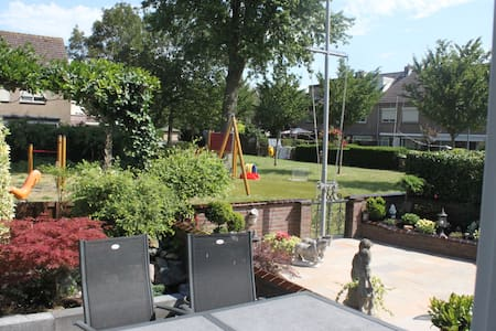 Spacious house+wonderful playground - Volendam - Hus