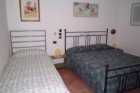 Camera singola/ldoppia/tripla in campagna - Vaglio Basilicata - Villa