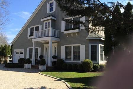 E.Hampton Home Overlooks Horse Far