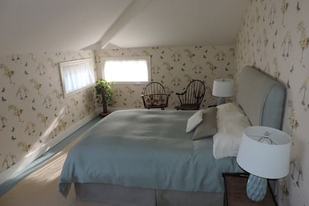 Working in Petaluma away from home? Why not have a comfy and classy place to get some ZZzzzs. Available ONLY Sunday THRU Thursday, 5 nights required. One person suggested. It's like your private hotel suite in a 1897 carriage barn.