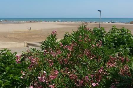 Very nice apartment beachfront