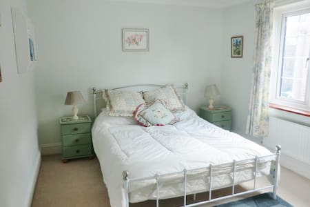Pretty double room in quiet village - Blandford Forum