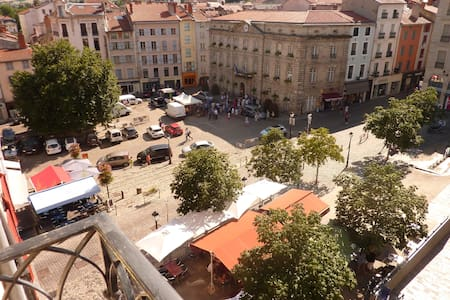 En plein centre historique du Puy - Condominium