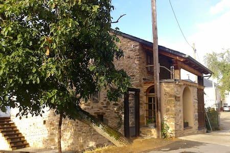 Casa jardín grande, pueblo pequeño. León Bembibre - Casa