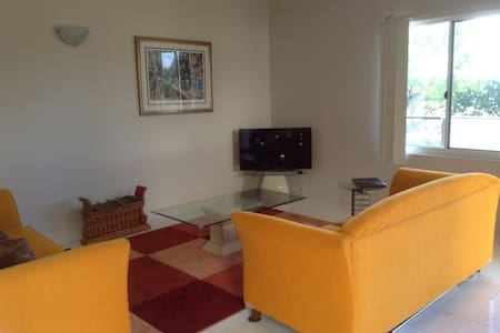$70 per night dble room 5 * reviews - Appartement