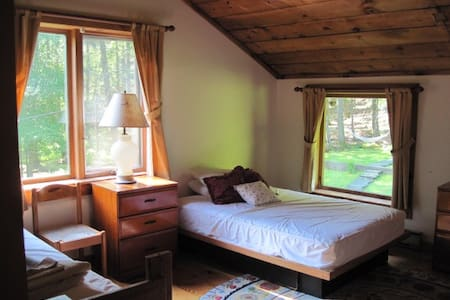 Light and Airy Room, natural views - Bearsville - House