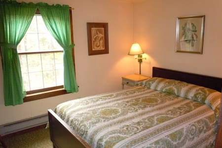 Cozy historic hilltop cottage - West Windsor - Huis