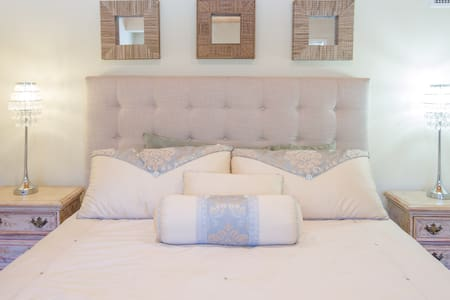 Tarah Jade chic  boutique suite - Bungalow