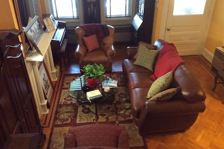 1 BR in 1900's Row Home nr Temple H