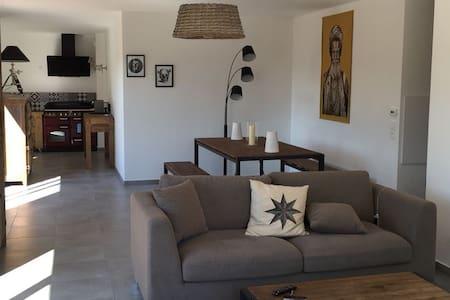 Appartement avec jaccuzi et decoration soignée - Santeny