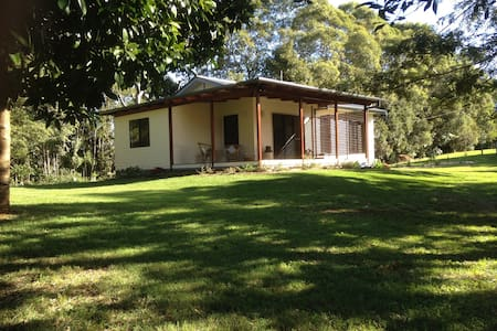 Long Cottage -  Byron Bay / Bangalow farm cottage - Gästehaus