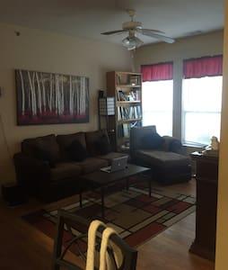 Private room/bathroom near UA/Dickson - Fayetteville - Apartamento