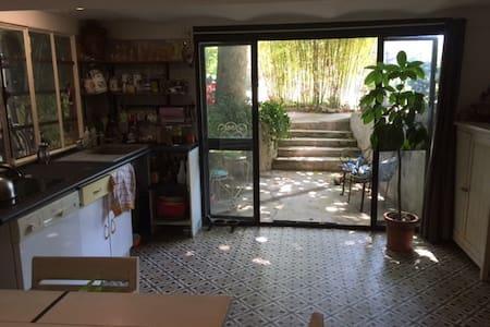Dépendance dans villa au calme - Ev