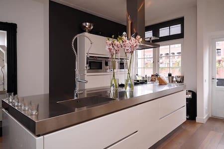 Luxe woning in het hart van Bussum - Reihenhaus