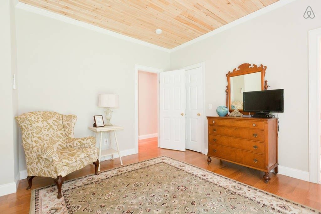 Private Suite in NEW Simsbury Home