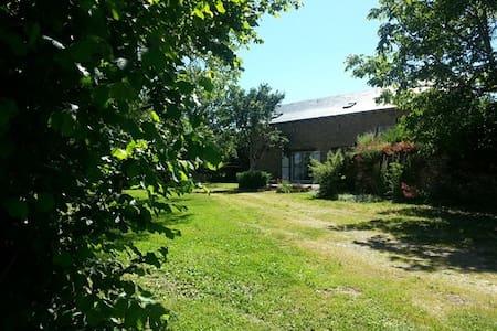 Gîte La Grange - Saint-Laurent-d'Olt - House