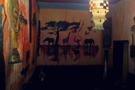 DougaDouGa African Room & Lounge - Haus