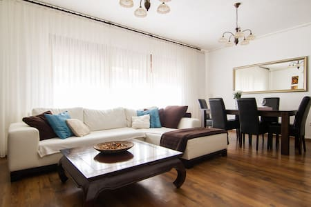 SUNNY 2BD+parking 80m²*NEAR CENTER - Zagrzeb