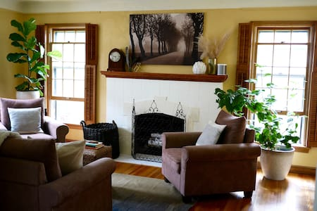 A Charmer: Cozy Home Near Lakes